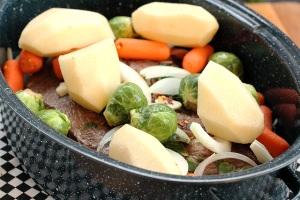 мясо с овощами в духовке