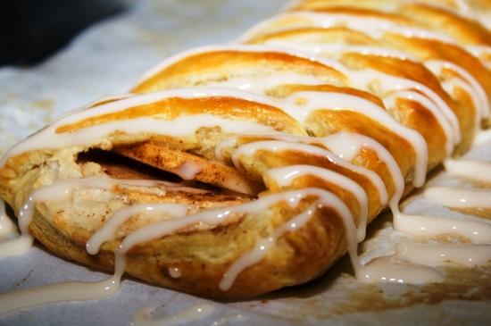 пирог из слоеного теста с яблоками рецепт