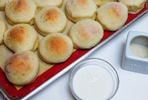 Выпекаем творожные булочки в духовке