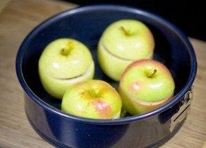 Накрываем яблочные чашки крышечками