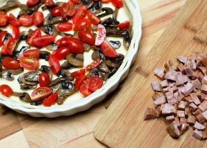 Добавляем в форму помидоры, колбасу, сыр