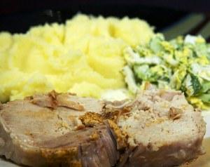 Нарезаем и подаем свинину