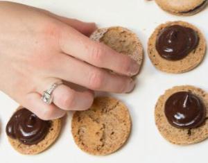 Соединяем по 2 печенья