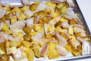 Запекаем рыбу с картошкой