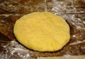 Накрываем тесто для вергунов и оставляем на 15 минут