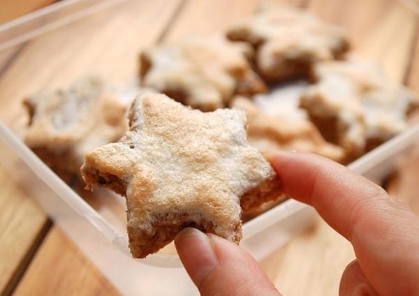 подаем печенье с корицей  на стол