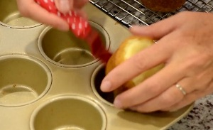 Охлаждаем тыквенные кексы
