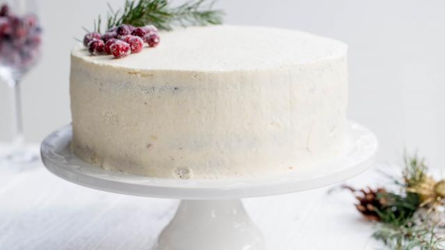 Покрываем рождественский торт кремом сверху