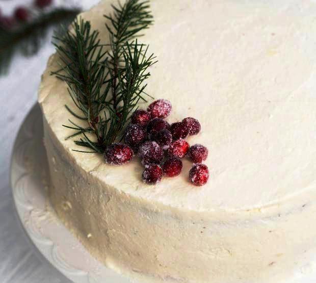 Рождественский торт с клюквой