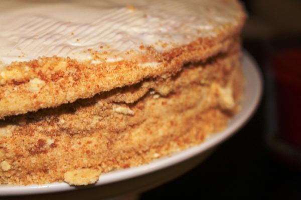 Сборка медового торта со сметанным кремом