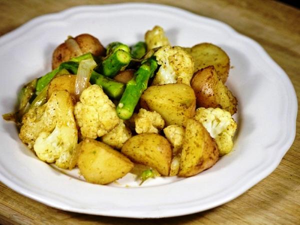 Молодая картошка в духовке со специями