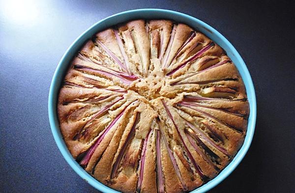 Выпекаем пирог с ревенем в духовке