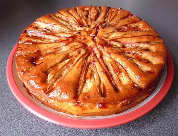 Вынимаем пирог из духовки и охлаждаем