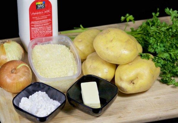 Подготовьте ингредиенты для запеченной картошки с сыром