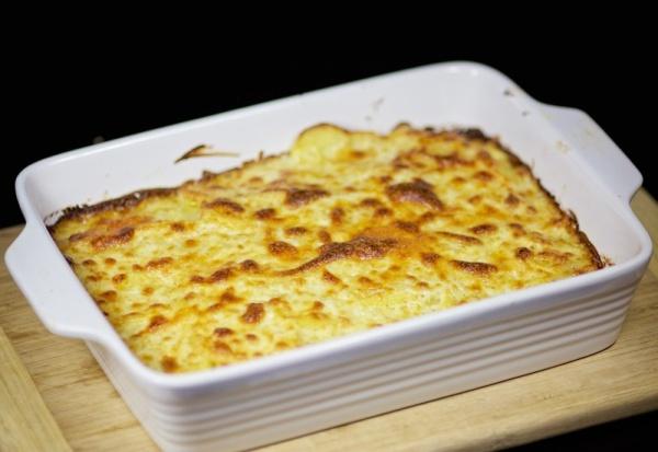 Запекаем картошку с сыром в духовке
