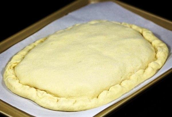 Защипываем края пирога