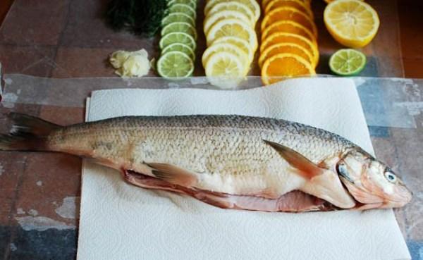 Моем и потрошим рыбу