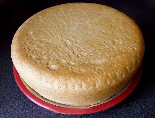 Вынимаем пирог на тарелку
