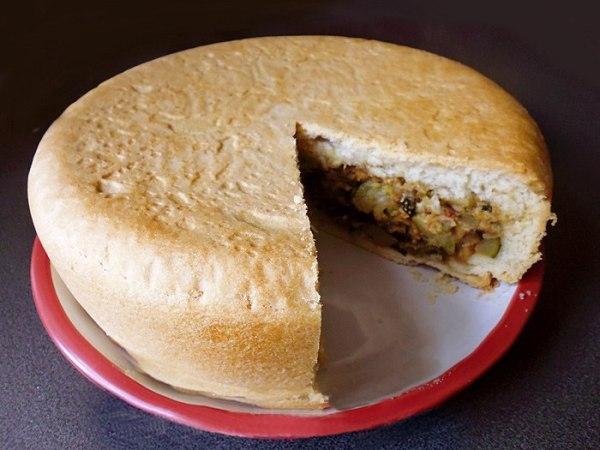 Нарезаем и подаем овощной пирог