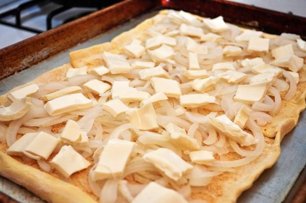 Выкладываем слой сыра