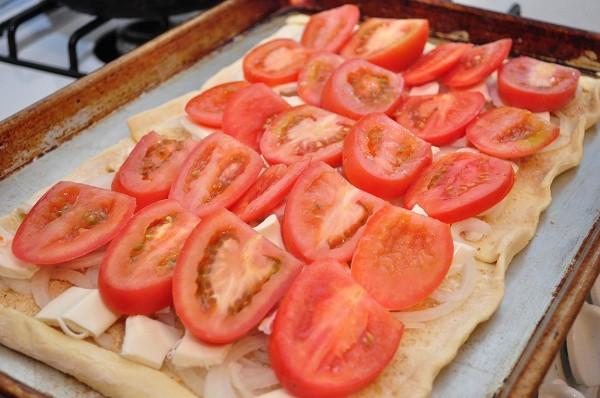 Добавляем слой помидоров
