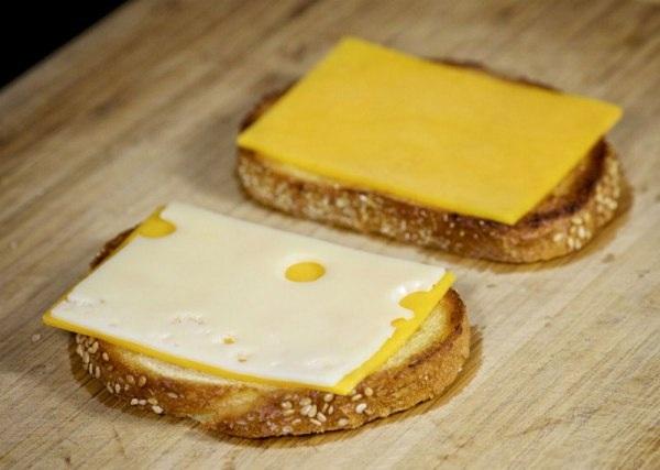 Добавляем швейцарский сыр