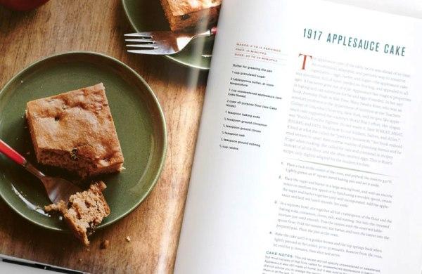 Яблочный кекс из американской книги по истории кулинарии