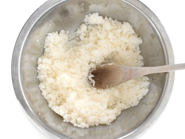 Растереть масло и сахар