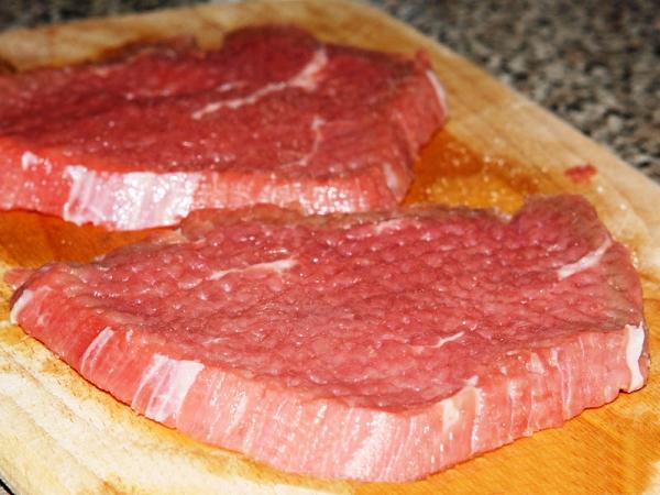 Отбиваем мясо молотком