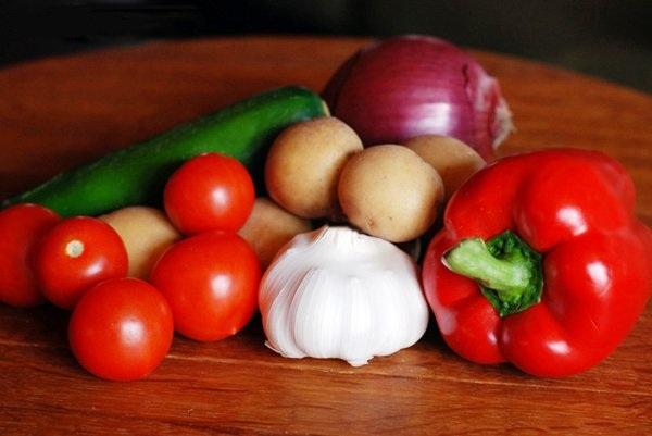 Моем и нарезаем овощи