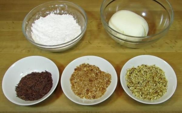 Подготовить ингредиенты для крема: сметану, сахар, ваниль