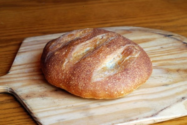 Выпекать хлеб до коричнево-золотистого цвета