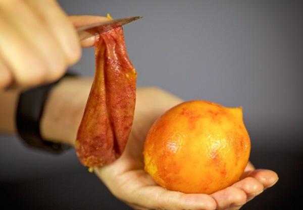 Очищаем персики от кожуры