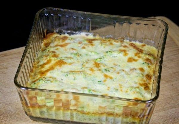 Запекаем в духовке кабачковую запеканку с сыром и курицей