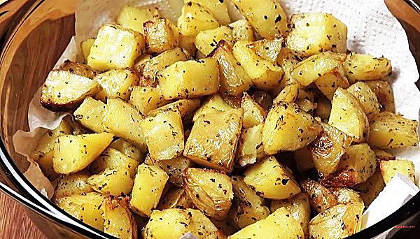 Выпекаем картошку в духовку