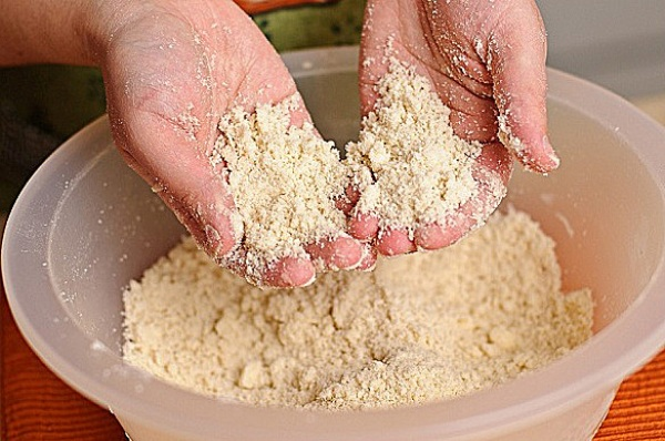 Пирог из песочного теста с вишней