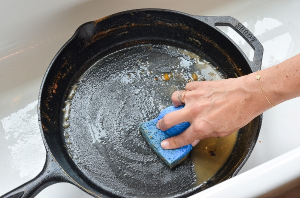 Как ухаживать за новой чугунной сковородой
