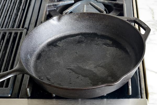 Как очистить пригоревшую чугунную сковороду