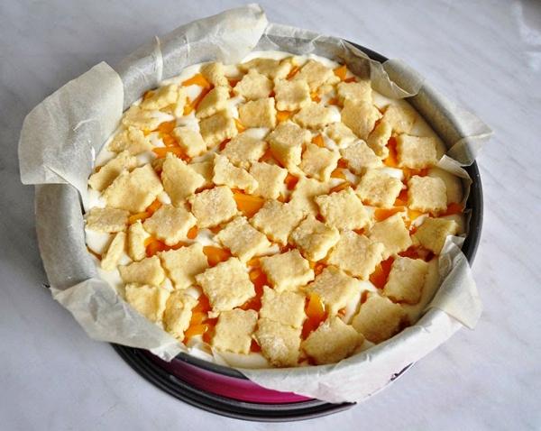 Творожный пирог с абрикосами в духовке