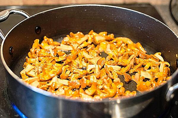 Свежие лисички жареные с картошкой