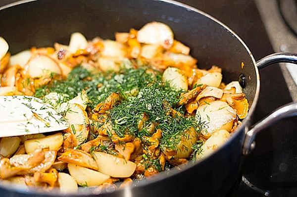 Картошка жареная с лисичками рецепт пошагово