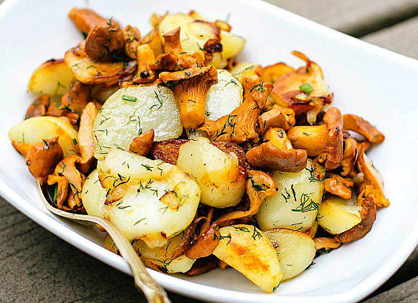 Жареные лисички с картошкой пошагово