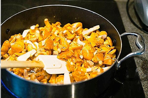 Как правильно приготовить лисички с жареной картошкой