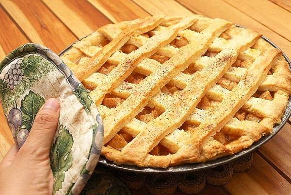 Простой пирог с яблоками в духовке
