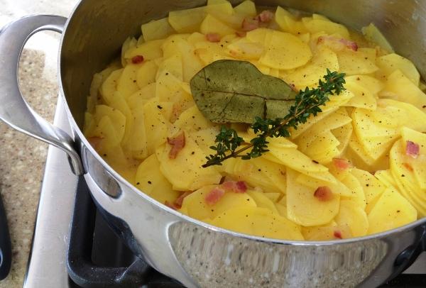 Картофель с беконом в духовке рецепт