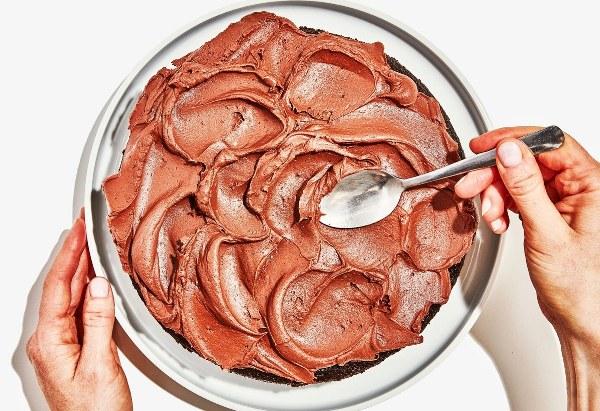 Как быстро и просто украсить торт