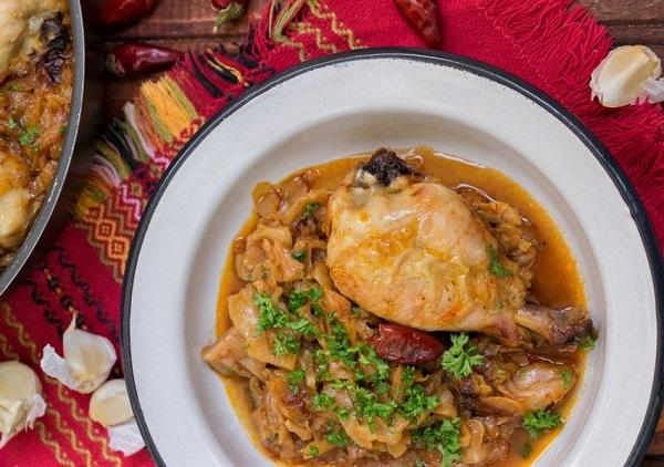 Как приготовить капусту с курицей в духовке