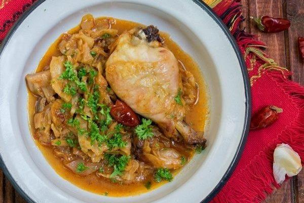 Капуста тушеная с курицей в духовке