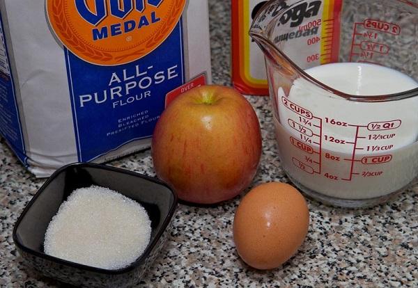 Ингредиенты на яблочные оладьи
