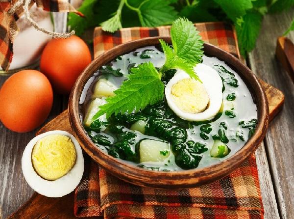 Суп из крапивы с яйцом и картофелем